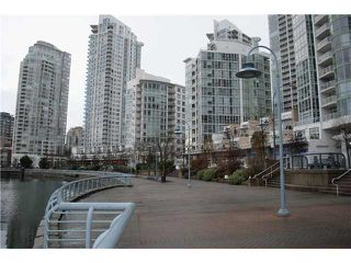 "Photo 2: 2306 1067 MARINASIDE Crescent in Vancouver: Yaletown Condo for sale in ""QUAYWEST II"" (Vancouver West)  : MLS®# V919623"