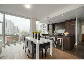 """Photo 7: 805 1455 HOWE Street in Vancouver: Yaletown Condo for sale in """"POMARIA"""" (Vancouver West)  : MLS®# V1059376"""