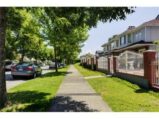 "Photo 2: 818 E 20TH Avenue in Vancouver: Fraser VE House for sale in ""FRASER"" (Vancouver East)  : MLS®# V1069306"