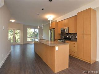 Photo 2: 9 1060 Tillicum Rd in VICTORIA: Es Kinsmen Park Row/Townhouse for sale (Esquimalt)  : MLS®# 717794