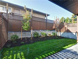 Photo 3: 9 1060 Tillicum Rd in VICTORIA: Es Kinsmen Park Row/Townhouse for sale (Esquimalt)  : MLS®# 717794