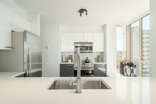 "Photo 8: 901 1405 W 12TH Avenue in Vancouver: Fairview VW Condo for sale in ""THE WARRENTON"" (Vancouver West)  : MLS®# R2053078"