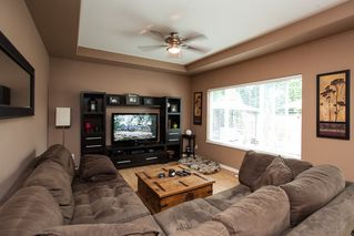 Photo 5: 19127 DOERKSEN Drive in Pitt Meadows: Central Meadows House for sale : MLS®# R2098711