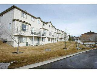 Photo 3: 134 DOUGLAS GLEN Park SE in Calgary: 2 Storey for sale : MLS®# C3559076