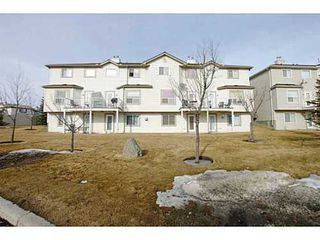 Photo 2: 134 DOUGLAS GLEN Park SE in Calgary: 2 Storey for sale : MLS®# C3559076