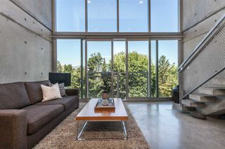 """Photo 2: 512 1540 W 2ND Avenue in Vancouver: False Creek Condo for sale in """"WATERFALL BUILDING BY ARTHER ERI"""" (Vancouver West)  : MLS®# R2186544"""
