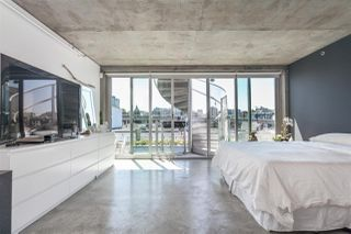 """Photo 10: 512 1540 W 2ND Avenue in Vancouver: False Creek Condo for sale in """"WATERFALL BUILDING BY ARTHER ERI"""" (Vancouver West)  : MLS®# R2186544"""