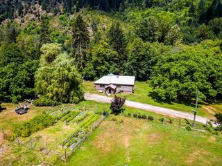 "Photo 3: 2211/31 DRUMMOND Road in Squamish: Upper Squamish House for sale in ""UPPER SQUAMISH"" : MLS®# R2190623"