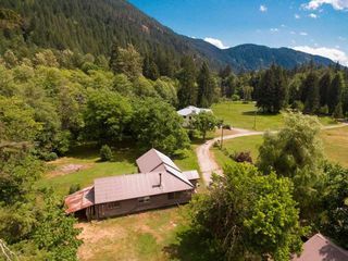 "Photo 2: 2211/31 DRUMMOND Road in Squamish: Upper Squamish House for sale in ""UPPER SQUAMISH"" : MLS®# R2190623"