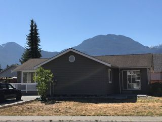 "Photo 1: 1041 EDGEWATER Crescent in Squamish: Northyards House for sale in ""Edgewater"" : MLS®# R2191673"