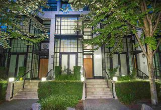 "Photo 1: 1283 SEYMOUR Street in Vancouver: Downtown VW Townhouse for sale in ""ELAN"" (Vancouver West)  : MLS®# R2193093"