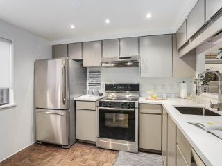 "Photo 7: 5 960 W 13TH Avenue in Vancouver: Fairview VW Townhouse for sale in ""The Brickhouse"" (Vancouver West)  : MLS®# R2193892"