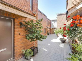 "Photo 2: 5 960 W 13TH Avenue in Vancouver: Fairview VW Townhouse for sale in ""The Brickhouse"" (Vancouver West)  : MLS®# R2193892"