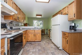Photo 3: 4931 Old West Saanich Rd in VICTORIA: SW Royal Oak House for sale (Saanich West)  : MLS®# 831588