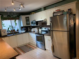 Photo 3: 2402 Selwyn Rd in Langford: La Thetis Heights Single Family Detached for sale : MLS®# 843893