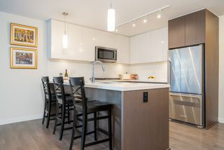 Photo 2: 404 28 E ROYAL Avenue in New Westminster: Fraserview NW Condo for sale : MLS®# R2521524