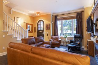 """Photo 3: 5338 OAK Street in Vancouver: Cambie Townhouse for sale in """"HAMLIN MEWS"""" (Vancouver West)  : MLS®# R2528197"""