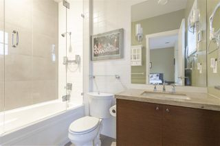 """Photo 14: 5338 OAK Street in Vancouver: Cambie Townhouse for sale in """"HAMLIN MEWS"""" (Vancouver West)  : MLS®# R2528197"""