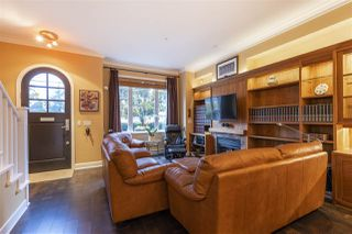 """Photo 2: 5338 OAK Street in Vancouver: Cambie Townhouse for sale in """"HAMLIN MEWS"""" (Vancouver West)  : MLS®# R2528197"""