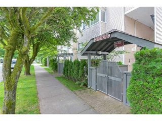 """Photo 2: 3023 WILLOW Street in Vancouver: Fairview VW Townhouse for sale in """"Willow West"""" (Vancouver West)  : MLS®# V1089484"""