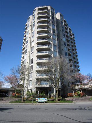 "Photo 1: 1607 1135 QUAYSIDE Drive in New Westminster: Quay Condo for sale in ""ANCHOR POINTE"" : MLS®# R2115931"