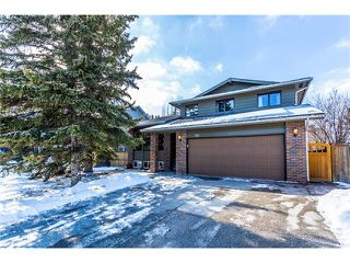 Main Photo: 119 WOODFERN Place SW in Calgary: Woodbine House for sale : MLS®# C4101759