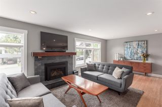 Photo 2: 5488 RAWLINS Crescent in Delta: Pebble Hill House for sale (Tsawwassen)  : MLS®# R2169368