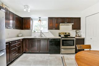"""Photo 5: 6187 E GREENSIDE Drive in Surrey: Cloverdale BC Townhouse for sale in """"Greenside Estates"""" (Cloverdale)  : MLS®# R2237894"""