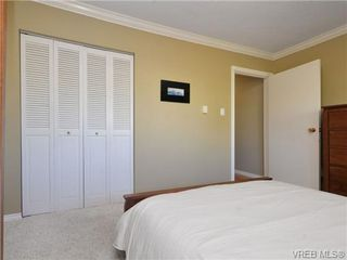 Photo 1: 404 1000 McClure Street in VICTORIA: Vi Downtown Residential for sale (Victoria)  : MLS®# 357263