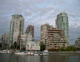 "Photo 2: 201 1675 HORNBY ST in Vancouver: False Creek North Condo for sale in ""SEA WALK SOUTH"" (Vancouver West)  : MLS®# V570024"