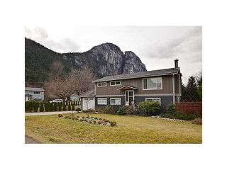 Photo 1: 2029 MAPLE Drive in Squamish: Valleycliffe House for sale : MLS®# V933584