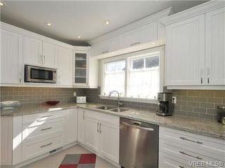 Photo 4: 736 Newport Avenue in VICTORIA: OB South Oak Bay Single Family Detached for sale (Oak Bay)  : MLS®# 334391
