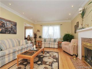 Photo 5: 736 Newport Avenue in VICTORIA: OB South Oak Bay Single Family Detached for sale (Oak Bay)  : MLS®# 334391