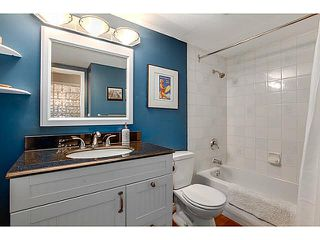 "Photo 9: 206 120 W 17TH Street in North Vancouver: Central Lonsdale Condo for sale in ""THE OLD COLONY"" : MLS®# V1066487"