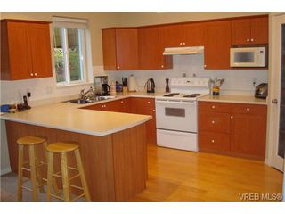 Photo 2: 210 Stoneridge Pl in VICTORIA: VR Hospital House for sale (View Royal)  : MLS®# 718015
