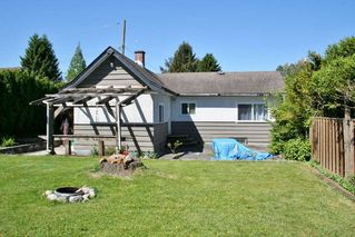 Photo 2: 7590 DUNSMUIR Street in Mission: Mission BC House for sale : MLS®# R2068883