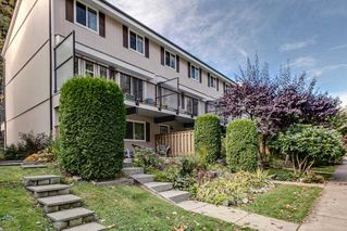 "Photo 1: 9 10000 VALLEY Drive in Squamish: Valleycliffe Townhouse for sale in ""Valley View Place"" : MLS®# R2132656"