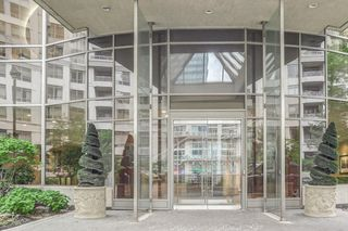 Photo 2: 2707 3880 Duke Of York Boulevard in Mississauga: City Centre Condo for sale : MLS®# W3836960