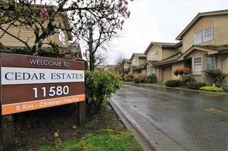 "Photo 1: 16 11580 BURNETT Street in Maple Ridge: East Central Townhouse for sale in ""CEDAR ESTATES"" : MLS®# R2258673"