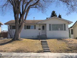 Photo 1: 7704 HUNTERFIELD Road NW in Calgary: Huntington Hills House for sale : MLS®# C4178751