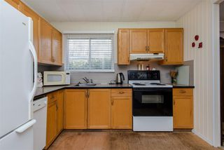 """Photo 7: 21 45955 SLEEPY HOLLOW Road: Cultus Lake Manufactured Home for sale in """"Liumchen Mobile Home Park"""" : MLS®# R2347730"""