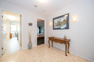 """Photo 2: 701 15038 101 Avenue in Surrey: Guildford Condo for sale in """"Guildford Marquis"""" (North Surrey)  : MLS®# R2355943"""