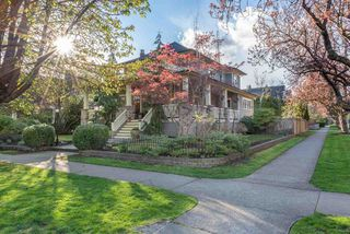 """Photo 1: 301 FIFTH Avenue in New Westminster: Queens Park House for sale in """"Queen's Park"""" : MLS®# R2361766"""