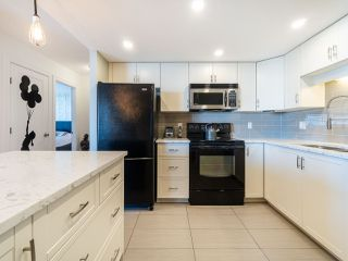 "Photo 13: 904 1135 QUAYSIDE Drive in New Westminster: Quay Condo for sale in ""Anchor Point"" : MLS®# R2373667"