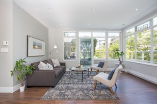 "Photo 4: 411 2628 YEW Street in Vancouver: Kitsilano Condo for sale in ""Connaught Place"" (Vancouver West)  : MLS®# R2377344"