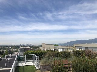 "Photo 15: PH11 388 KOOTENAY Street in Vancouver: Hastings Sunrise Condo for sale in ""VIEW 388"" (Vancouver East)  : MLS®# R2379442"