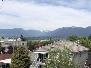 "Photo 3: PH11 388 KOOTENAY Street in Vancouver: Hastings Sunrise Condo for sale in ""VIEW 388"" (Vancouver East)  : MLS®# R2379442"