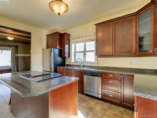Photo 7: 1632 Hollywood Crescent in VICTORIA: Vi Fairfield East Single Family Detached for sale (Victoria)  : MLS®# 424034