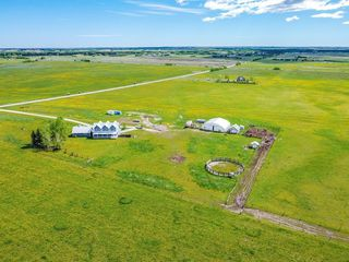Photo 3: 43115 TWP RD 272 in Rural Rocky View County: Rural Rocky View MD Detached for sale : MLS®# C4301736