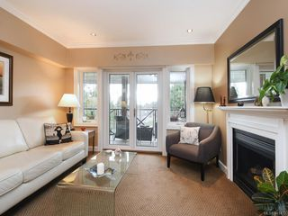 Photo 2: 206 2326 Harbour Rd in Sidney: Si Sidney North-East Condo for sale : MLS®# 841472